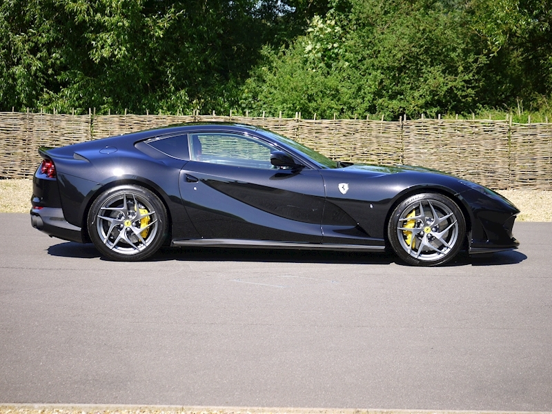 Ferrari 812 Superfast 6.5 V12 - Large 19