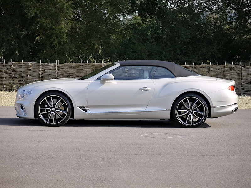 Bentley Continental GTC Mulliner W12 - Large 31