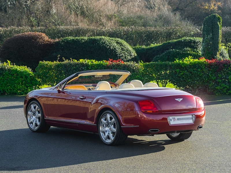 Bentley Continental GTC Mulliner 6.0 W12 - Large 31