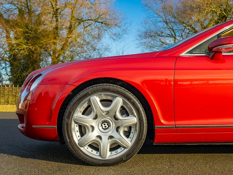 Bentley Continental GTC Mulliner 6.0 W12 - Large 13