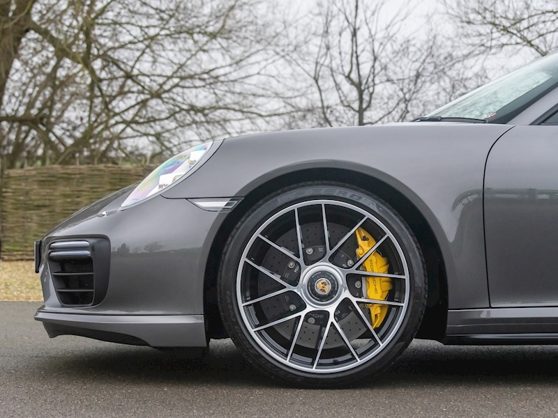 Porsche 911 (991.2) Turbo S Convertible 3.8 PDK - Large 16