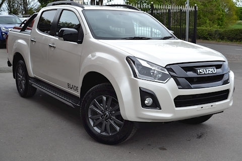 Isuzu D-Max Blade Double Cab 4x4 Pick Up fitted Roller Lid with Style Bar