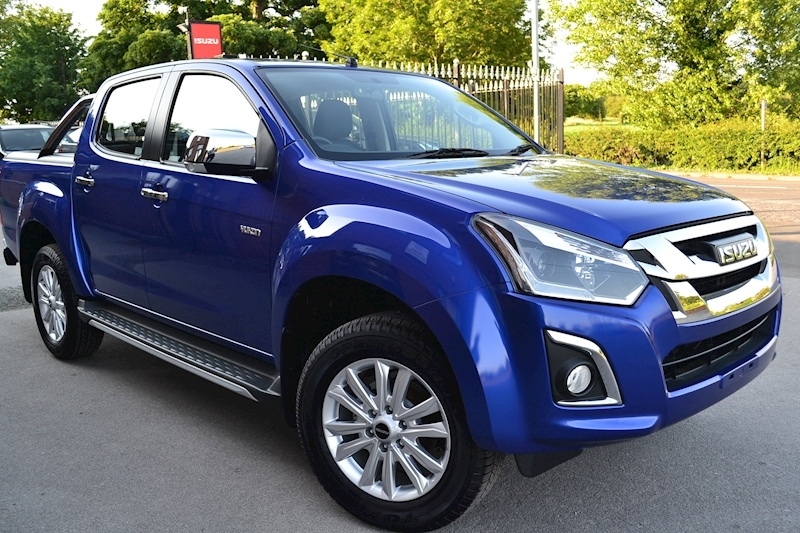 D-Max Yukon Nav Plus Double Cab 4x4 Pick Up Fitted Roller Lid and Style Bar 1.9 4dr Pickup Manual Diesel