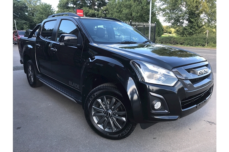 D-Max Blade Double Cab 4x4 Pick Up Roller Lid & Style Bar 1.9 4dr Pickup Automatic Diesel