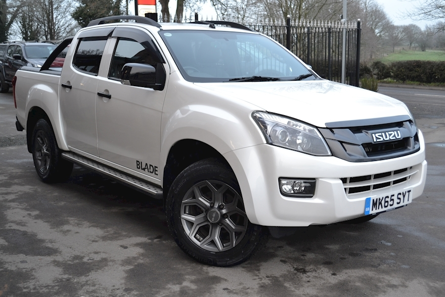D-Max Blade Auto Double Cab 4x4 Pick Up with Roller Lid and Style Bar 2.5 4dr Pickup Automatic Diesel