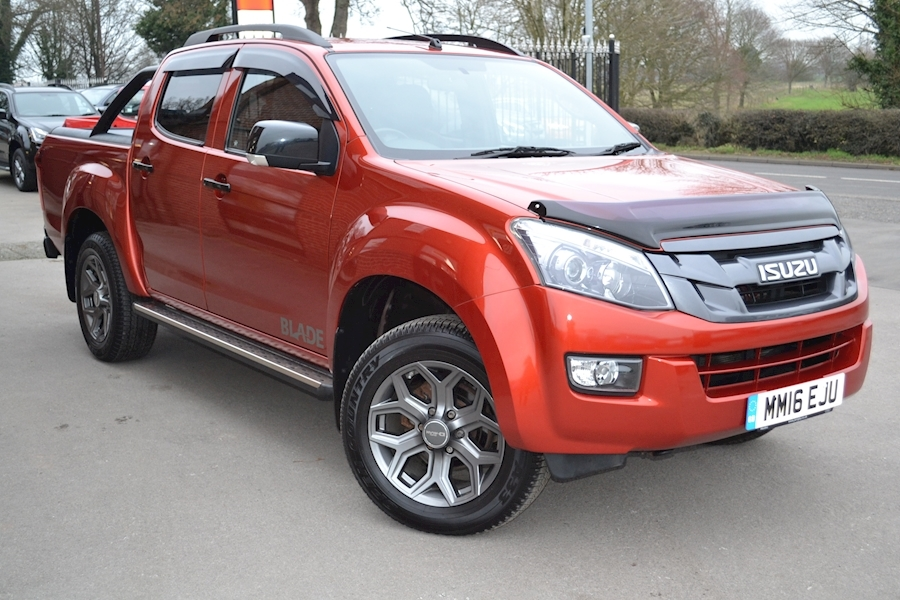 D-Max Blade Ltd Edition Double Cab 4x4 Pick Up with Roller Lid + Style Bar 2.5 Pick-Up Automatic Diesel