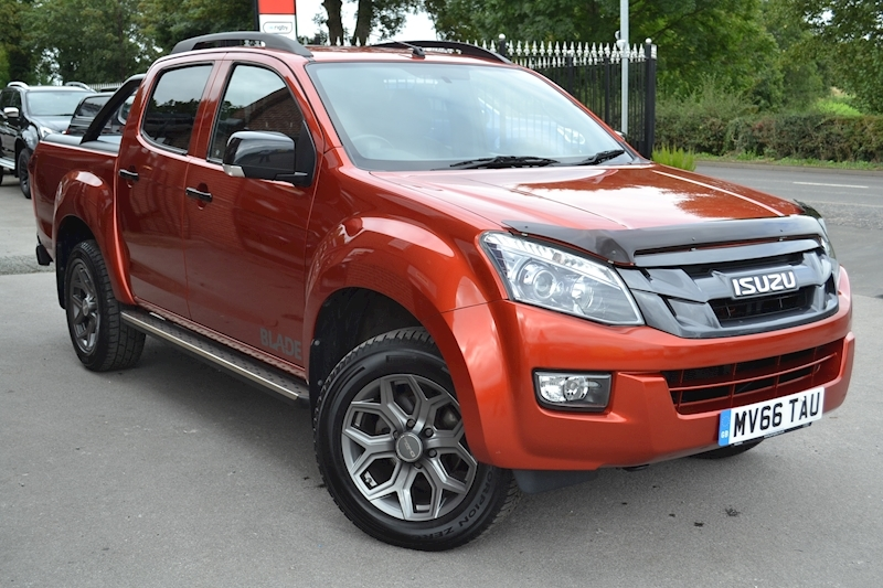D-Max Blade Twin Turbo Limited Edition Double Cab 4x4 Pick Up Fitted Roller Lid and Style Bar 2.5 4dr Pickup Manual Diesel