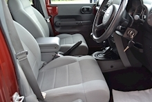 Jeep Wrangler Unlimited Sahara Removable Hardtop 2.8 - Thumb 10