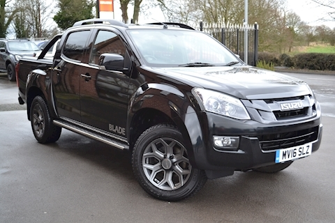 Isuzu D-Max Blade Double Cab 4x4 Pick Up Fitted Roller Lid And Style Bar NO VAT TO PAY