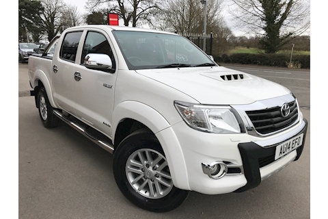 Toyota Hilux Invincible 3.0 D-4D Double Cab 4x4 Pick Up Fitted Roller Lid and Style Bar