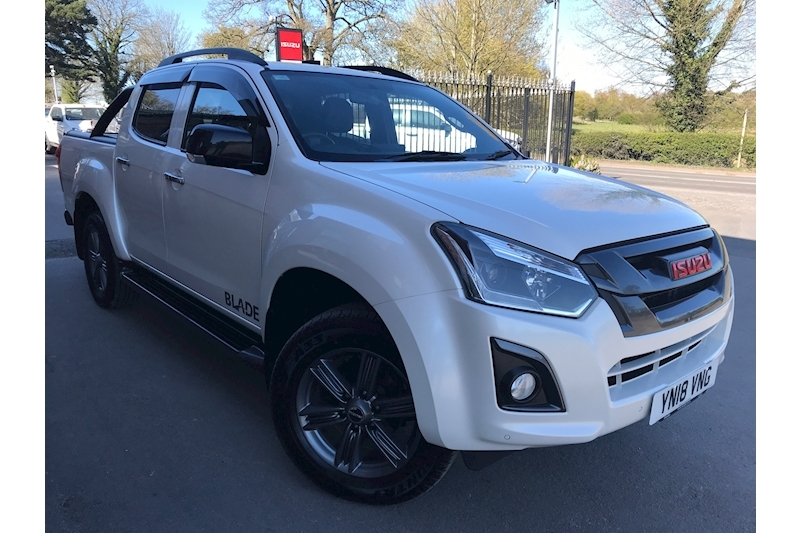 D-Max Blade Double Cab 4x4 Pick Up Fitted Roller Shutter and Style Bar 1.9 4dr Pickup Automatic Diesel