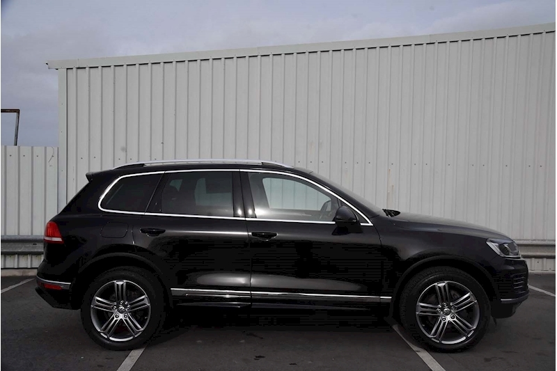 Volkswagen Touareg V6 R-Line Tdi Bluemotion Technology - Large 6