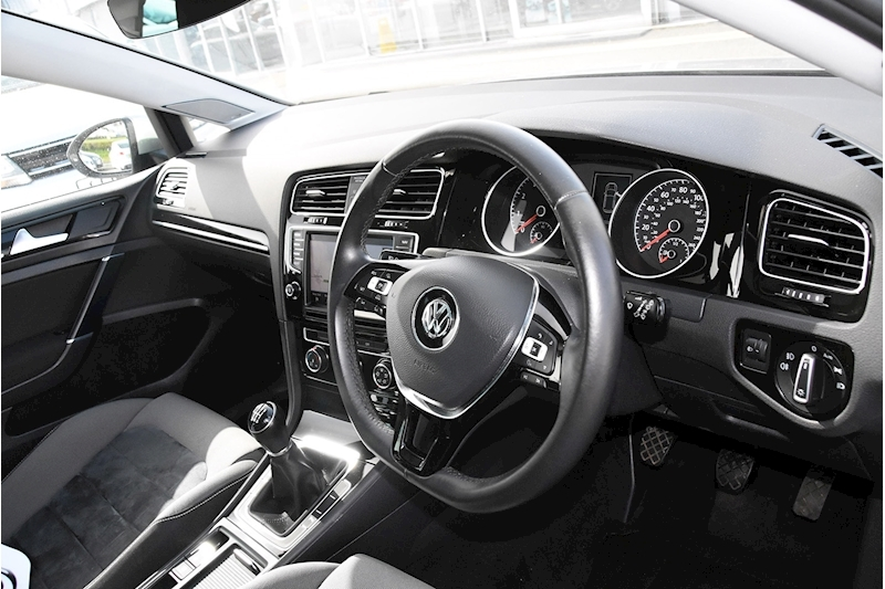 Volkswagen Golf TSI BlueMotion Tech GT Edition - Large 28