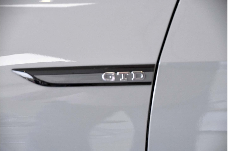 Volkswagen Golf TDI GTD - Large 8