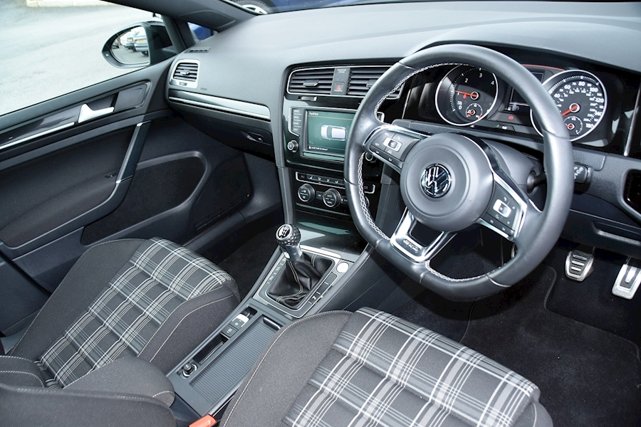 Volkswagen Golf Gtd - Large 9