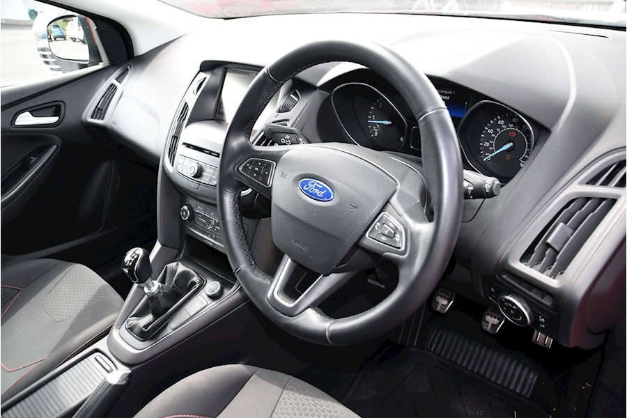 Ford Focus Zetec S Tdci - Large 10