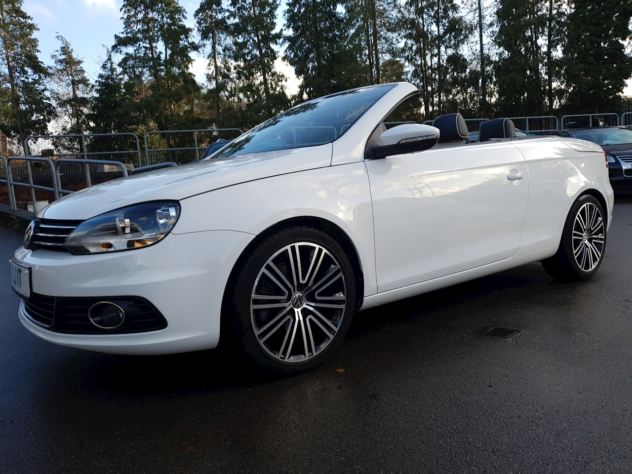 Volkswagen 2.0 TDI BlueMotion (7113 MILES) Tech CR Exclusive Cabriolet 2dr Diesel Manual (125 g/km, 138 bhp)