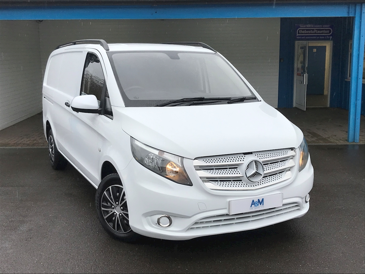 Mercedes-Benz 1.6 111 CDi Panel Van 6dr Diesel Manual FWD L2 EU5 (114 ps)
