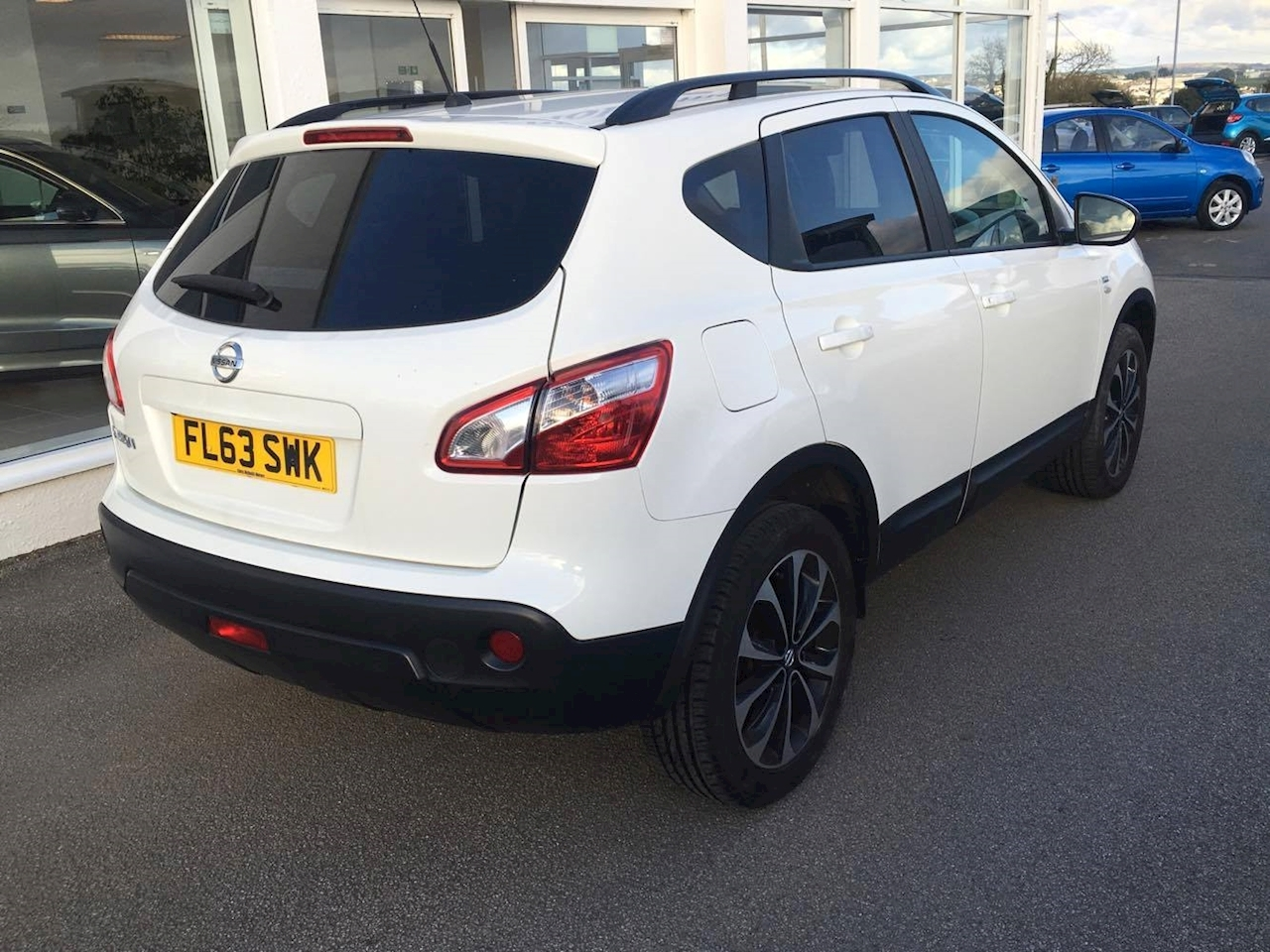 used 2013 nissan qashqai 1 6 petrol 360 hatchback chris. Black Bedroom Furniture Sets. Home Design Ideas