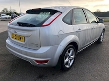 2011 Ford Focus 1.6 Petrol Zetec Hatchback - Thumb 2