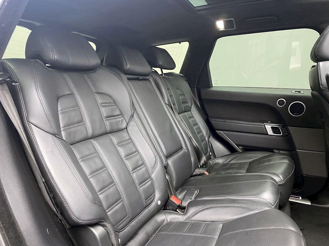 Land Rover 4.4 SD V8 Autobiography Dynamic SUV 5dr Diesel Automatic 4X4 (s/s) (219 g/km, 339 bhp)