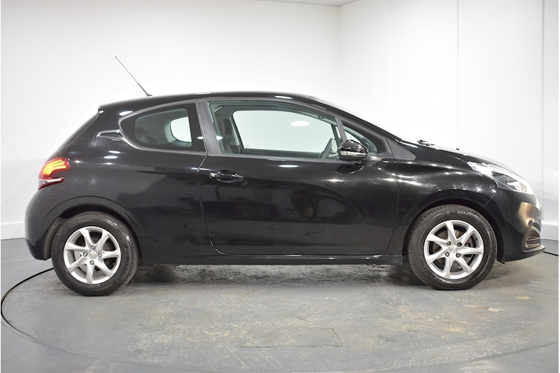 Peugeot – 208 Active Hatchback 1.2 Manual Petrol (2015) full